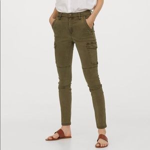 H&M Slim Cargo Pants in Military Green Size 2